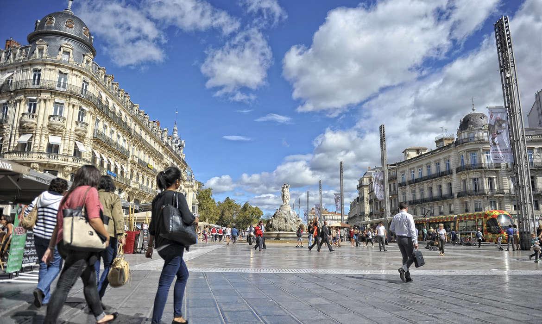 Place_de_la_Comedie_fiches_qui_marchent_a_gauche_Ville_de_Montpellier_format_1170x700.jpg